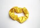 Haarwokkel wetlook geel